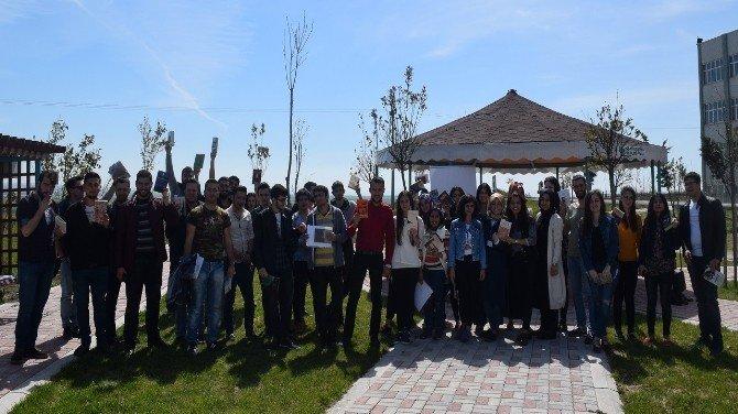 """Bandırma Onyedi Eylül Üniversitesi """"Kitabını Al Gel"""" Etkinliği Düzenledi"""