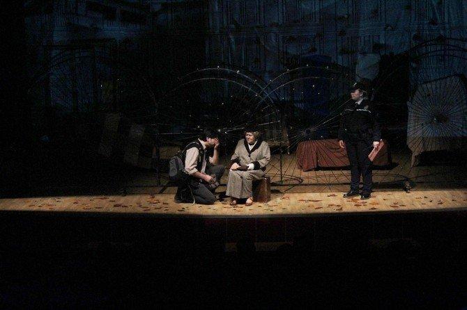 """""""Leyla'nın Evi"""" Kırklarelili Tiyatro Severlerle Buluştu"""