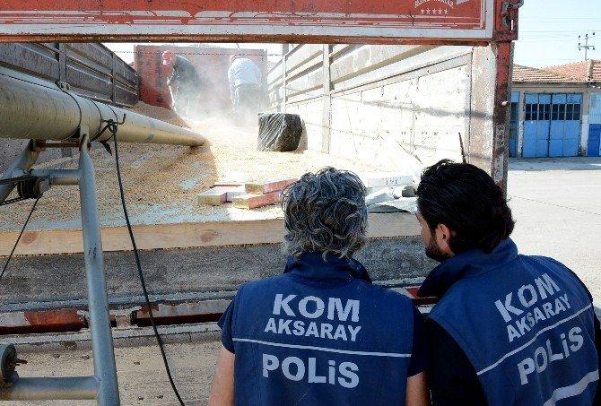 Mısır Yüklü Kamyonda 114 Kilo Esrar, 100 Bin Paket Kaçak Sigara Çıktı