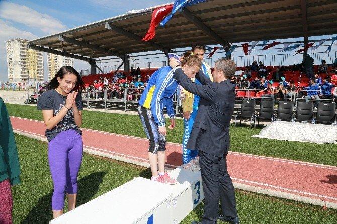 Şahinbey Belediyesi'nden Genç Atletlere Destek