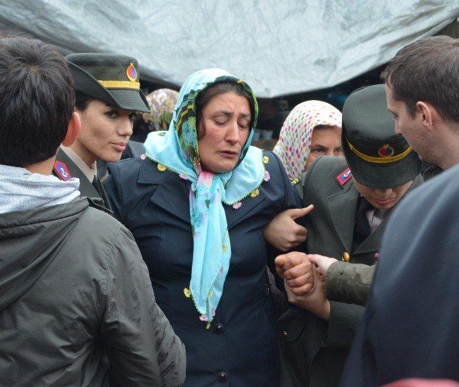Giresunlu Şehit, Ölmeden Önce Asker Olan Kardeşiyle Görüşerek Helallik İstemiş