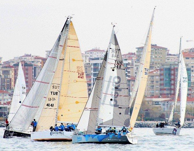 İstanbul'da Yelkenlilerin Nefes Kesen Mücadelesi