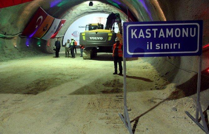 Bakan Binali Yıldırım, Ilgaz Dağı Tüneli'nde 'Işık Göründü' Törenine Katıldı