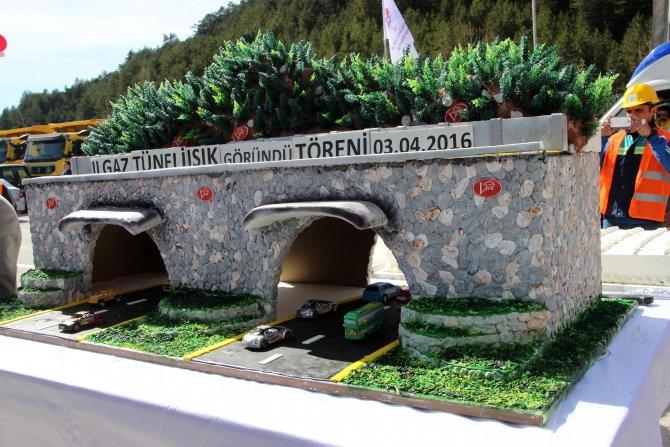 Bakan Yıldırım, Ilgaz Dağı Tüneli inşaatında 'Işık göründü' törenine katıldı