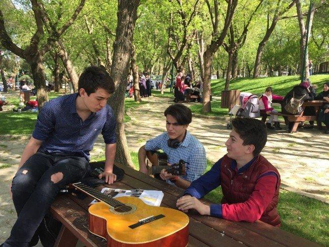 Parklar Lalelendi Vatandaşlar Şenlendi