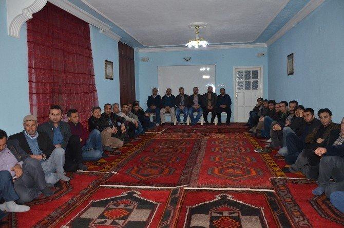 """Kahta'da, """"Ali Şeriati'nin Şahsiyeti Ve Eğitim Anlayışı"""" Konulu Panel Düzenlendi"""