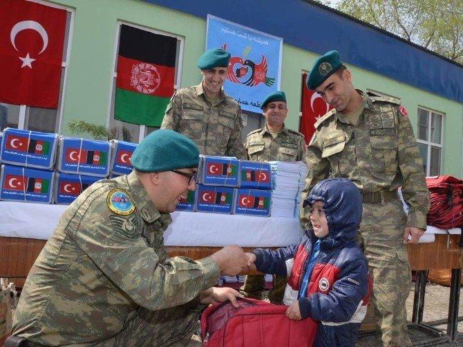 TSK'dan Afgan Miniklere Eğitim Yardımı