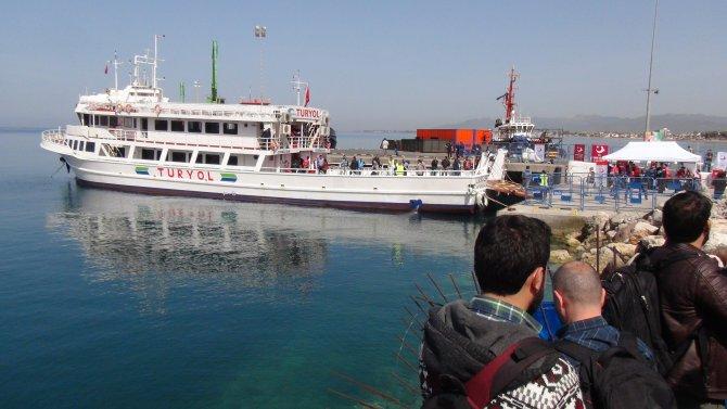 Vali Toprak: Dikili'ye 202 mülteci geldi