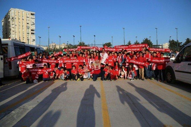 Büyük Antalyaspor Derneği, 150 Çocuğu Maça Götürdü