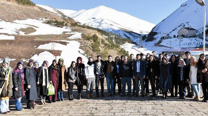 Üniversiteli Gençler, Kayak Merkezlerini Gezdi