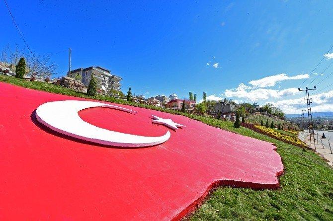 Dulkadiroğlu Belediyesi'nden 140 Metrekarelik Türk Bayrağı