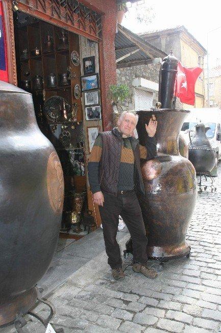 Trabzonlu Bakır Ustası Bu Kez Dünyanın En Büyük Yoğurt Bakracını Yaptı