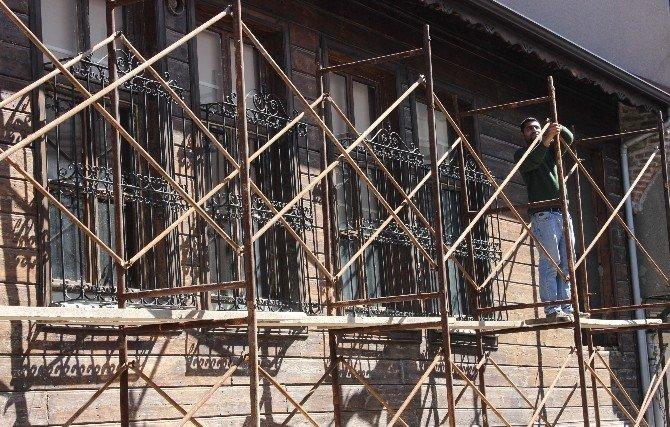 Tarihi Bina Kurtarılıyor