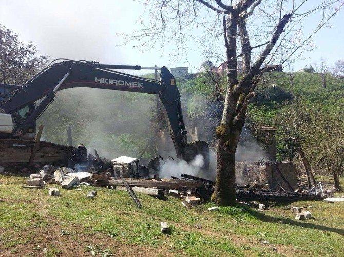 Fatsa'da 2 Katlı Ev Kül Oldu
