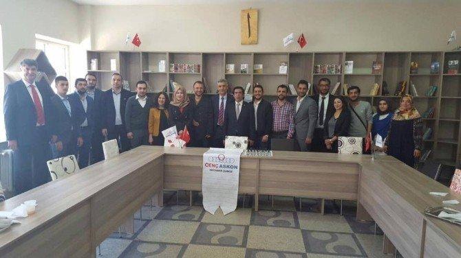 Genç ASKON Mehmet Akif Ersoy Ortaokulu'na Kütüphane Kazandırdı
