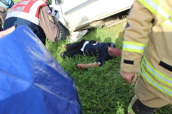 Foça Yolunda Kaza: 1 Ölü, 1 Ağır Yaralı