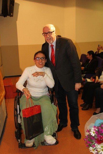 Bedensel Engelli Öğrenci, 1 Yılda 201 Kitap Okudu