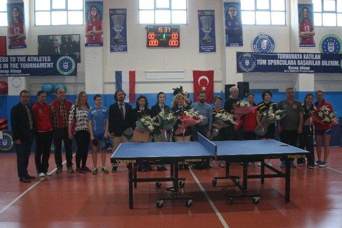 Bursa Büyükşehir Belediyesporlu Raketler Finalde