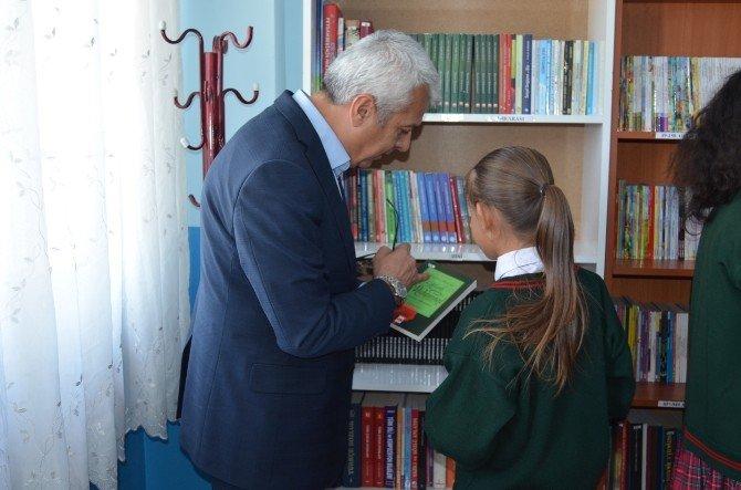 Sosyal Medya Sayesinde Kütüphane Oluşturdular