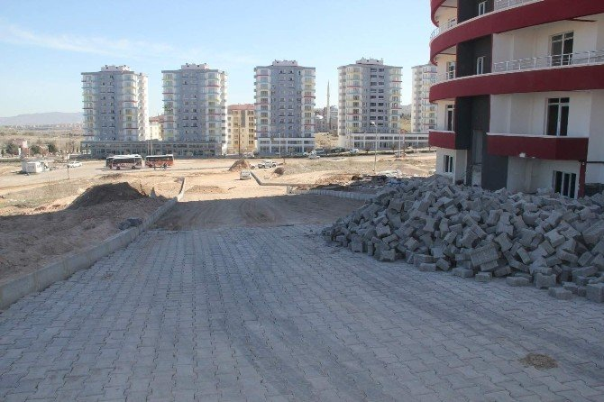 Cevher Dudayev Mahallesi'nde Yol Düzenleme Çalışmaları Devam Ediyor