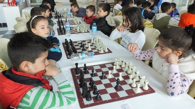 Küçük Satranççıların Ödülleri 10 Nisan'da Verilecek
