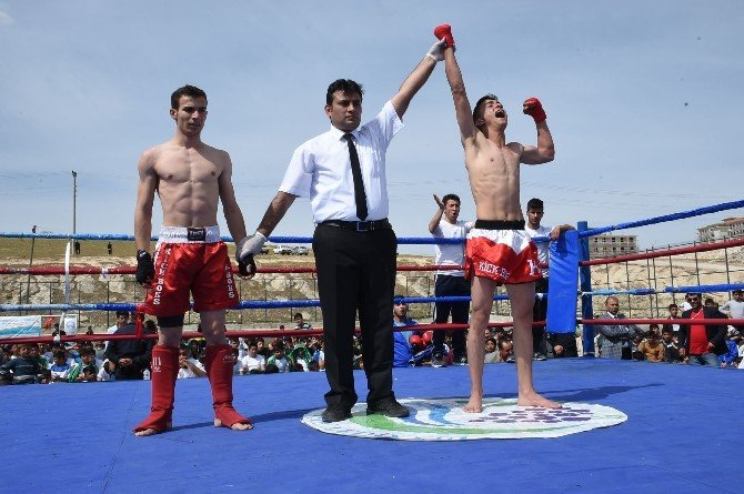 Bozova'da Kick Boks Şampiyonası Düzenlendi
