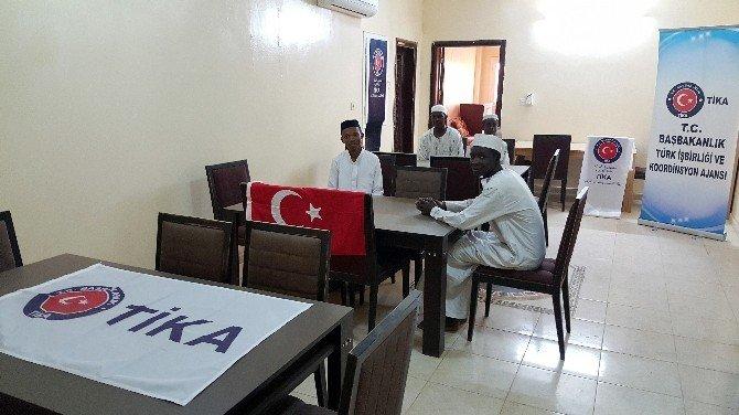 Sudan'da Öğrenci Yurduna Donanım Desteği