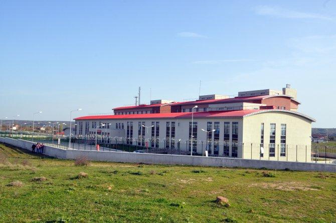 Yunanistan'ın iade ettiği kaçaklar Kırklareli'ndeki kampa ulaştı