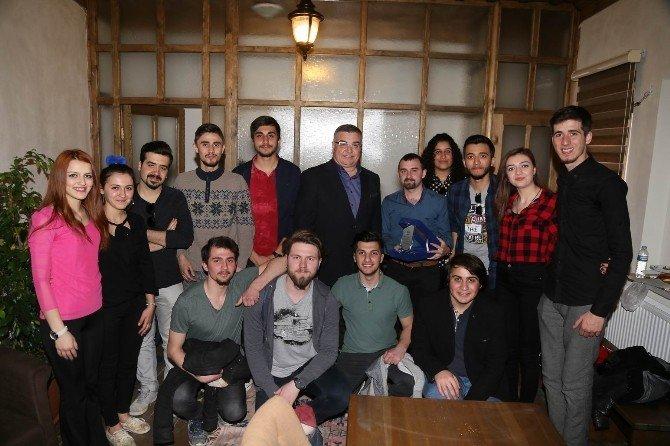 Tiyatro Kulübü Öğrencilerinden Kesimoğlu'na Teşekkür