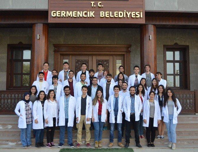 Tıp Öğrencileri Germenciklileri Kanser Konusunda Bilgilendirdi
