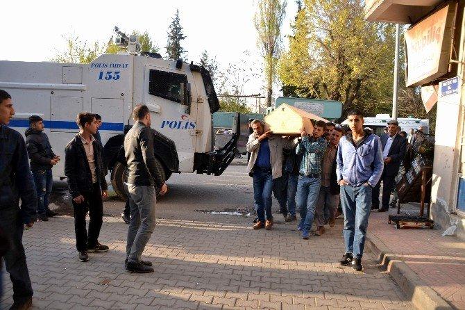 Polis Amirinden, Terörist Cenazesinde Slogan Uyarısı