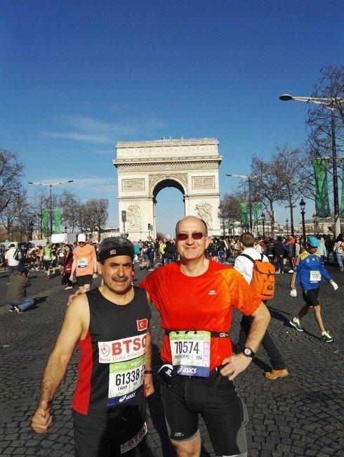 Bursalı İşadamından Paris Maratonu'nda Büyük Başarı