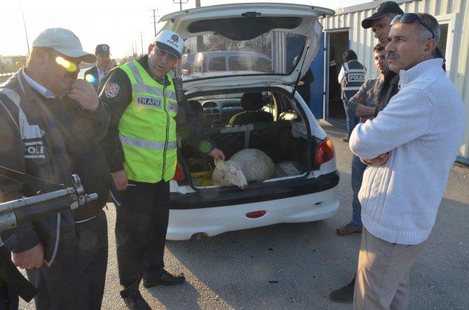 İhbar edilen araçtan çıkanı gören polis şaşırdı