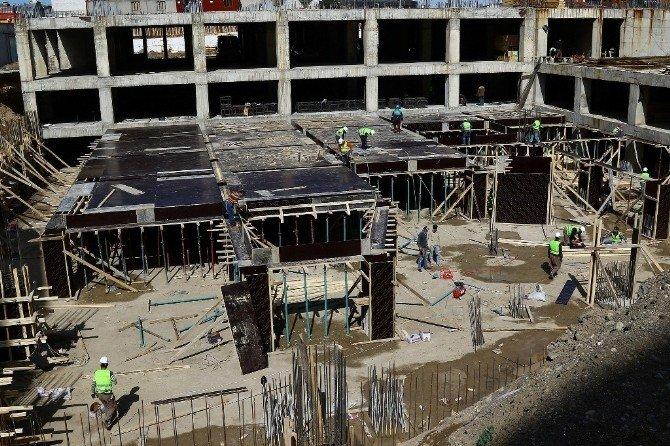 Büyükşehir Belediyesi Çok Katlı Otopark İnşaatına Yeniden Başladı