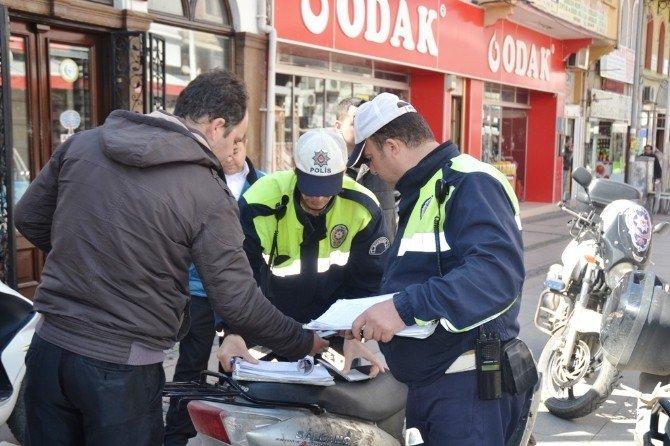 Ayvalık'ta Trafik Ekipleri Kasksız Ve Tecilsiz Motosikletlere Göz Açtırmayacak
