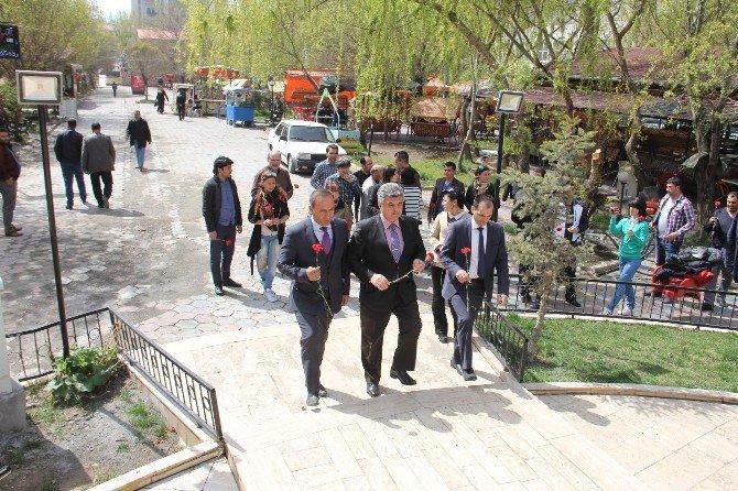 Azerbaycan Tiyatro Ekibi Iğdır'da