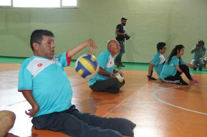 Oturarak Voleybol Takımı Lige Hazırlanıyor