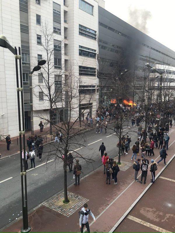 Fransa'da çalışma yasasına tepkiler dinmiyor: 130 kişi gözaltına alındı
