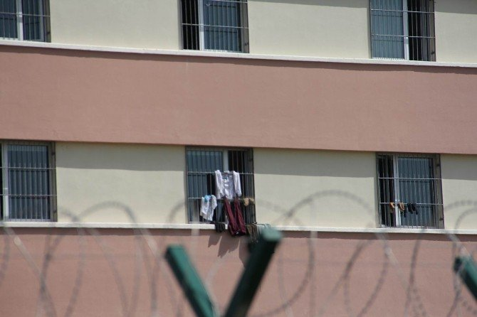 Kaçak Göçmenler Geri Gönderme Merkezine Yerleşti