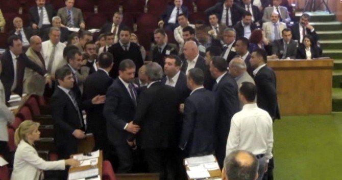 İskenderun Belediyesi'nde Gergin Meclis Toplantısı