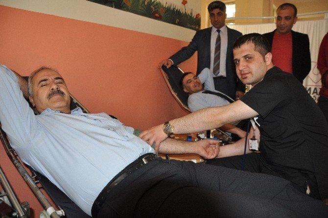 Öğretmen Ve Veliler Kan Bağışında Bulundu