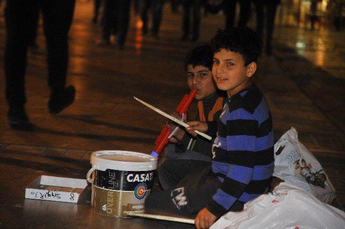Suriyeli Yusuf Boya Kovasından Enstrüman Yaptı
