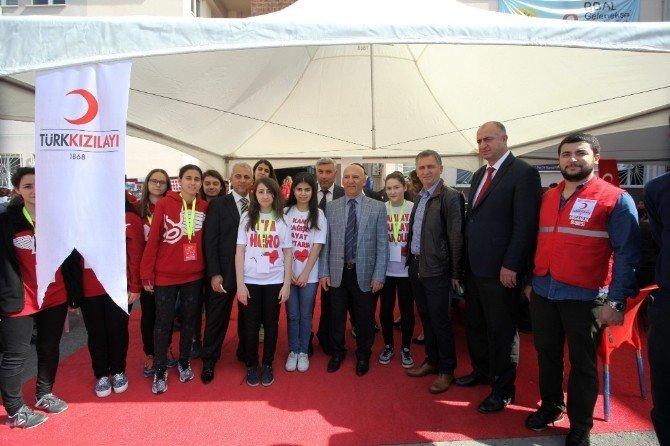 Başkan Altınok Öz, Burak Bora Anadolu Lisesi'nin Kan Bağışı Kampanyasına Katıldı