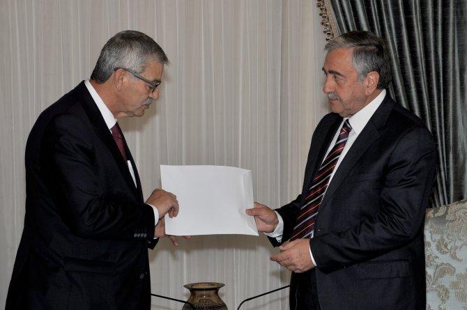 KKTC Başbakanı hükümetin istifasını Akıncı'ya sundu