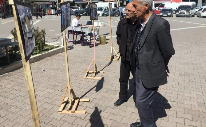Merhum Alparslan Türkeş'in resimleri Havza'da sergilendi