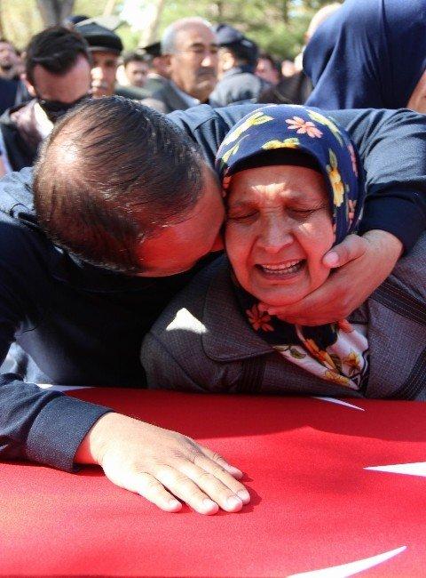 """Şehit Annesi Alime Çelik: """"Topraklara Mı Düştün Gamzeli Yavrum"""""""