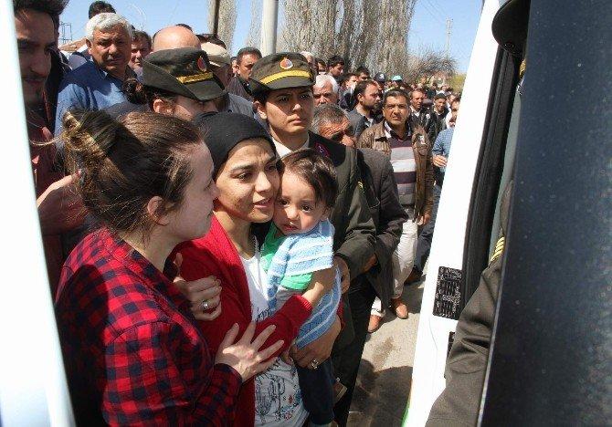 Şehit Karabakla Baba Ocağına Son Kez Getirildi