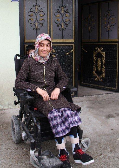 Engelli Kızın Yaşam Azmi