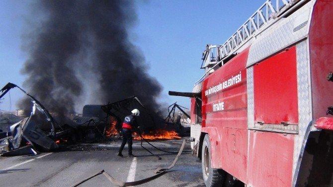 Teröristlerin Ateşe Verdiği Araçlar Halen Yanıyor