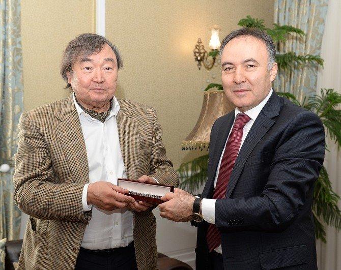 Vali Altıparmak Kazaklı Bilim Adamı, Şair Olcas Süleymanov'u Kabul Etti